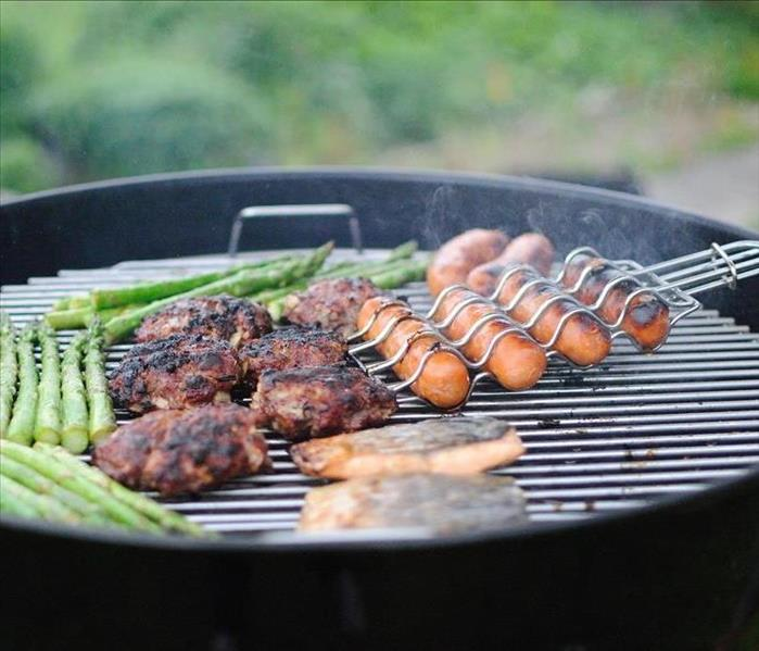BBQ grill with food on it.